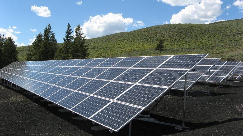 Paneles solares eficientes✅ ¿Cómo elegir los paneles solares más eficientes? ¿Cómo puedes instalarlos en tu negocio? Esto es lo más importante.